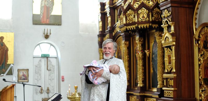 крещение в церкви