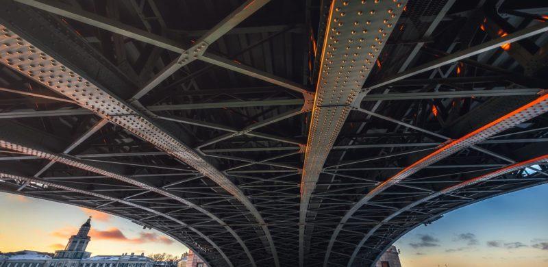 Дворцовый мост зимой