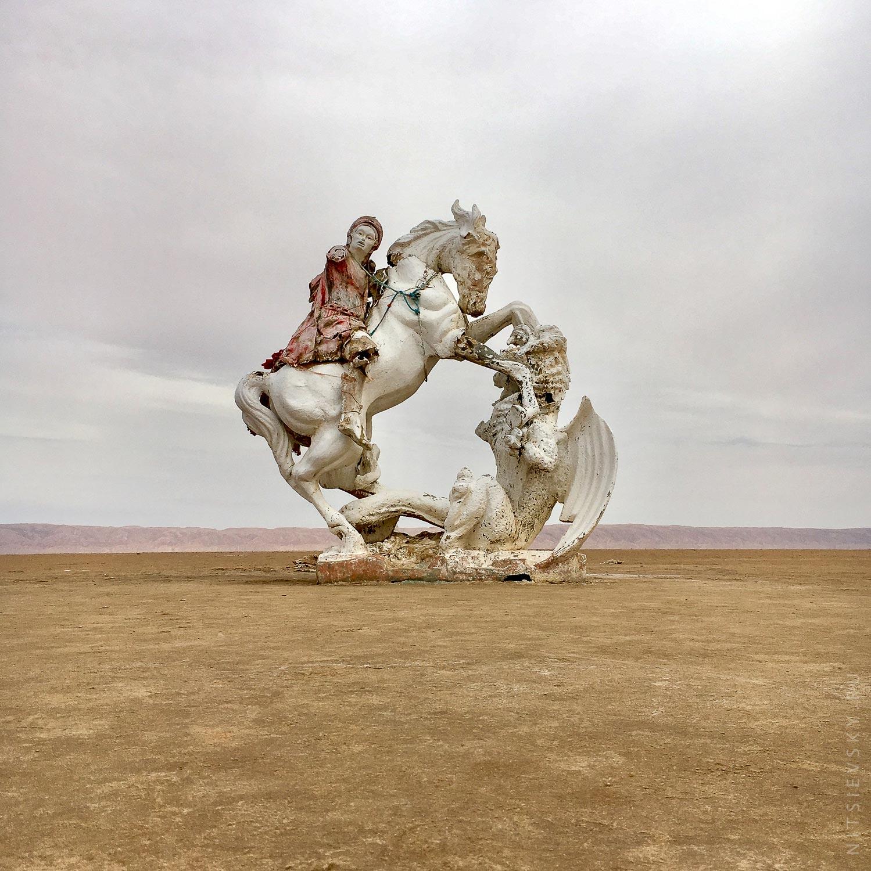 Фигуры в Соляной пустыне